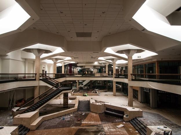 Facebook: UrbanExplorationUS / Via architecturalafterlife.com