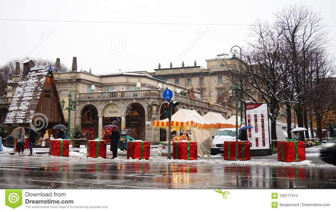 bergamo-italy-december-concrete-blocks-covered-like-giant-christmas-gifts-to-protect-terrorist-trucks-attacks-106177414