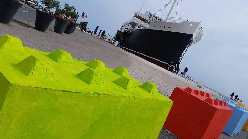 Des blocs en béton en forme de légo au Barcarès - X Armengaud